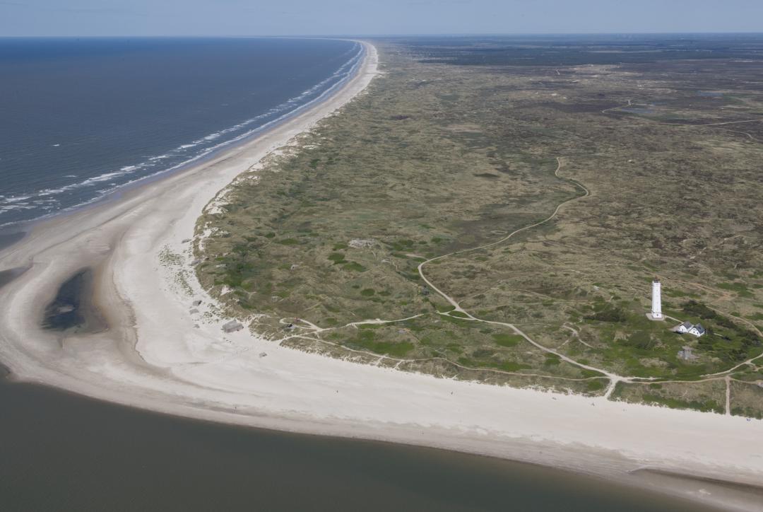De vuurtoren Blavands Huk op de meest westelijke punt van Denemarken, markeert het einde van Waddenzee Werelderfgoed.